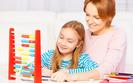 Guwernantki nie skończyły pedagogiki, ale wpływ na wykształcenie dziecka mają większy niż nauczyciele