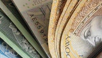 Czterysta miliardów na nieoprocentowanych kontach. Polacy tracą grube pieniądze