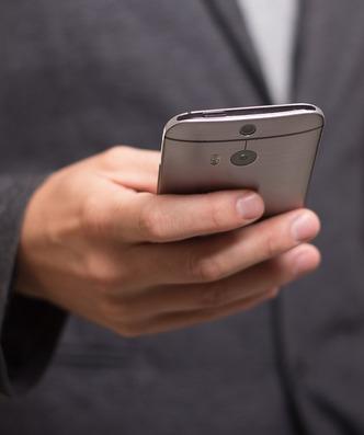 Od teraz zweryfikujesz dokumenty w smartfonie. Aplikacja dla małych i średnich firm