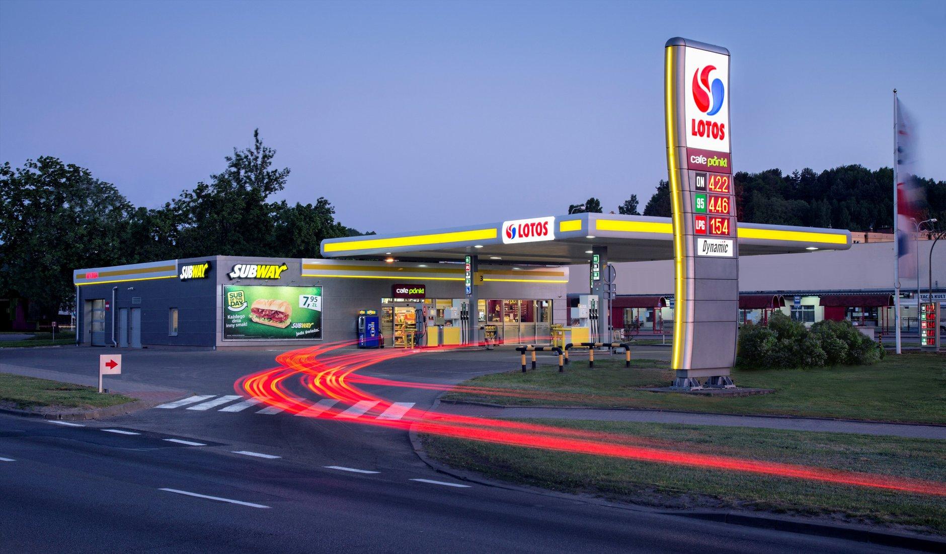 Rząd tworzy monopol naftowy. Jest zielone światło dla fuzji Orlenu i Lotosu, będzie zgoda Brukseli?