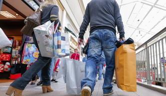 Polacy rzucili się do sklepów. GUS podał dane