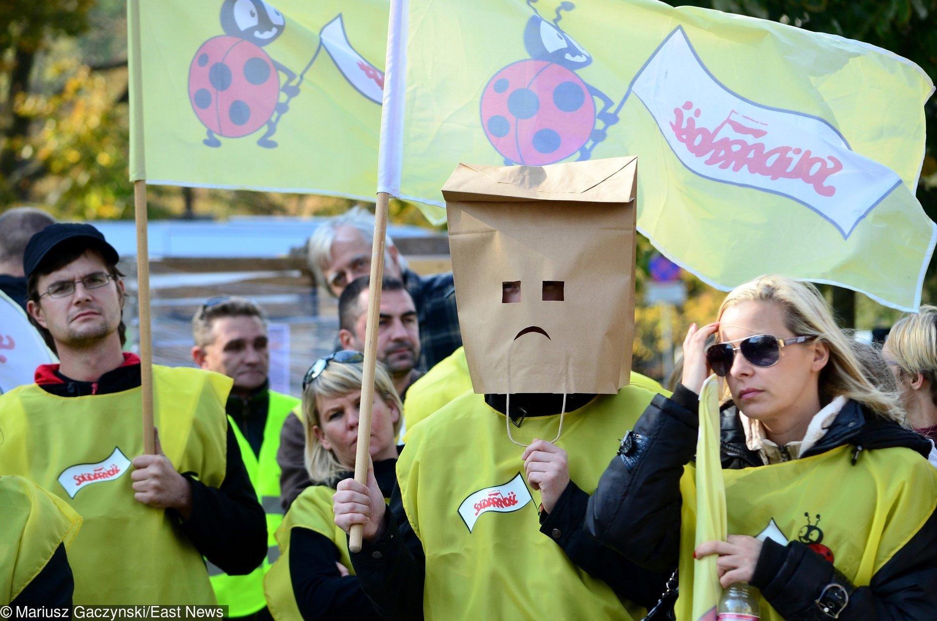 Zakaz handlu. Związkowcy z Biedronki walczą o wolne i idą do inspekcji pracy