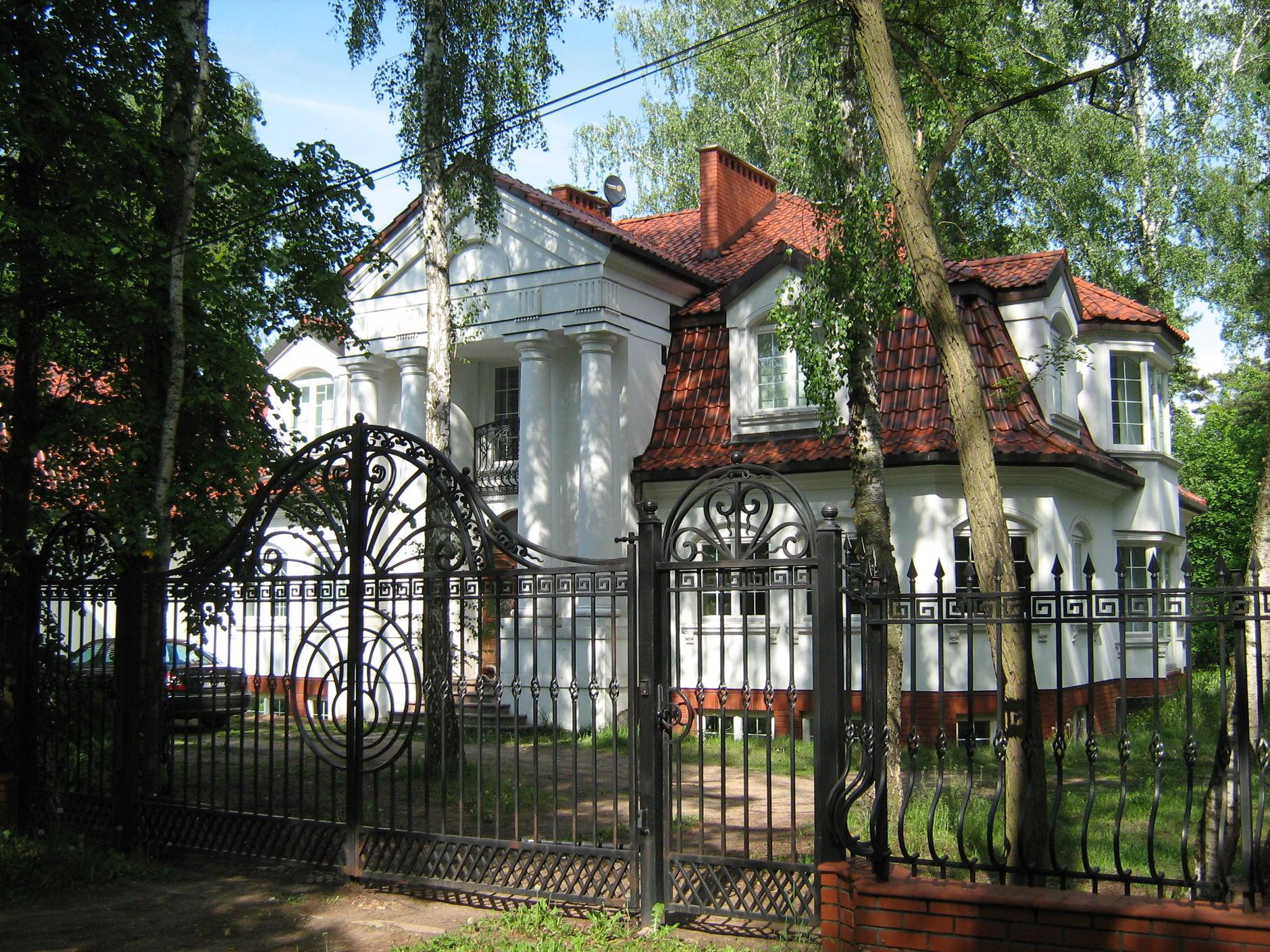 Zobacz, gdzie mieszkają najbogatsi Polacy. Tu zobaczysz najlepsze samochody i