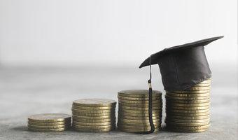 Jak zarobić 4000 zł po studiach? Kto tyle dostanie?