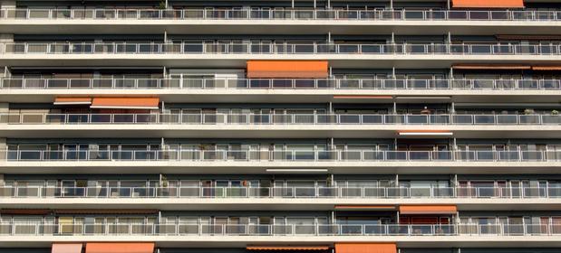 Mieszkając w bloku, musimy się liczyć z hałasem powodowanym przez sasiadów - ale jeśli uprzykrza on życie, należy zwrócić sąsiadowi uwagę