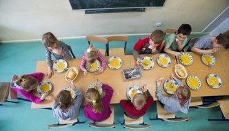 Unia ma gest. Nakarmi dzieci za 250 mln euro. Zyskać mogą też rolnicy
