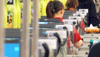 Zarobki polskich kasjerów rosną, ale wciąż nie imponują. Za granicą potrafią przekroczyć średnią krajową