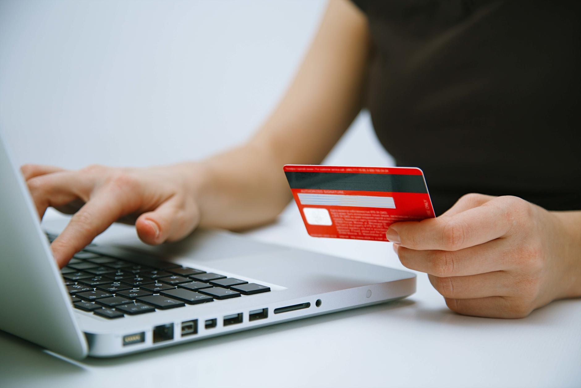Debata LIVE: Split payment - mechanizm podzielonej płatności - Money.pl