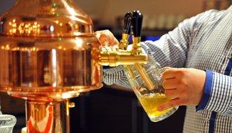 """Nowela ustawy o wychowaniu w trzeźwości uderzy w przemysł piwowarski. Eksperci: """"to fasadowa regulacja"""""""