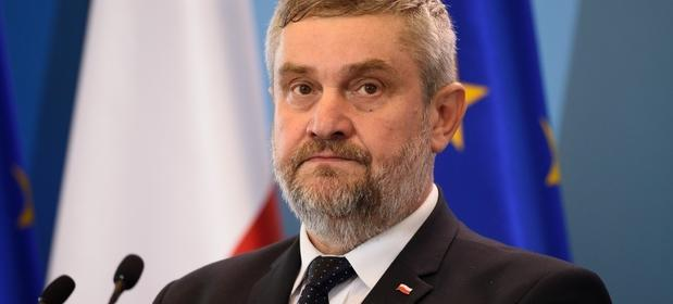 Minister Ardanowski w poniedziałek zgodził się na używanie neonikotynoidów przez 120 dni