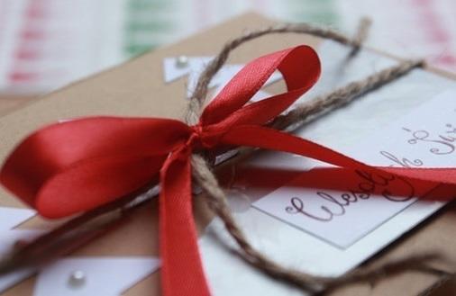 Tańsze prezenty na święta - kiedy je kupować, żeby nie przepłacać?