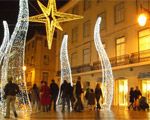 Święta we Włoszech. Choinki w Neapolu na łańcuchu i pod kłódką