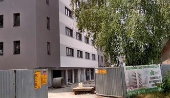 """Blok mieszkalny jako """"nadbudówka garażu"""". W Krakowie to możliwe"""