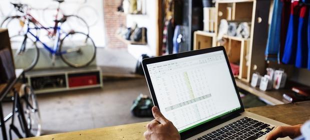 Jeśli przychody ze sprzedaży przez internet nie przekraczają 1 050 zł miesięcznie, nie trzeba rejestrować działalności