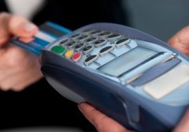 Transakcje bezgotówkowe i gotówkowe kartą kredytową – czym się różnią?