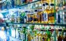 Wódka i piwo w kioskach. Na powszechnej dostępności alkoholu gospodarka więcej traci niż zyskuje
