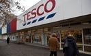 Zwolnienia grupowe w Tesco. Sieć zamyka dwa sklepy i ogranicza e-zakupy