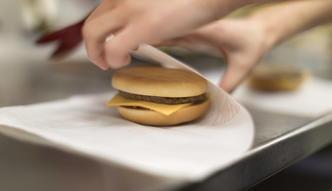 Fast foody z kretesem przegrywają z fiskusem. Prawo podatkowe wciaż jest niejasne i działa wstecz