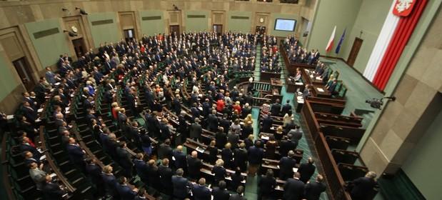 Posłowie PiS i opozycji formułowali podczas wtorkowej debaty sprzeczne opinie o projekcie