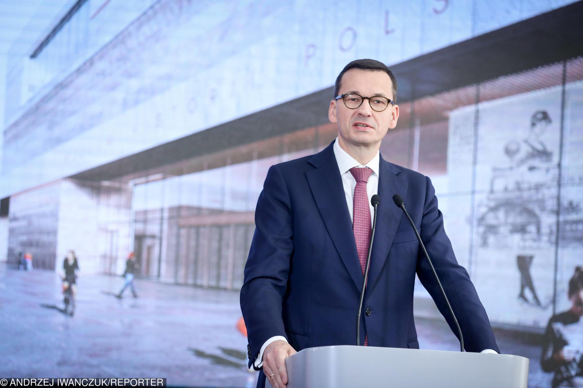 Premier zapowiada przyspieszenie gazyfikacji w 300 gminach
