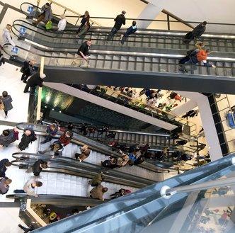 Galerie handlowe pod ostrzałem PiS. Stracą pracownicy, stracą inwestorzy?