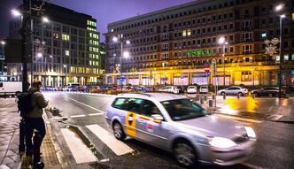 Przemęczeni taksówkarze. Aplikacja faworyzuje tych, którzy pracują po kilkanaście godzin bez przerwy