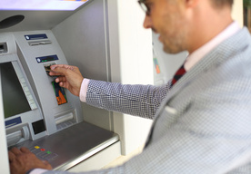 Co zrobić, gdy w pobliżu nie ma bankomatu?