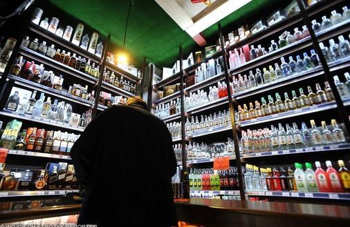 Pierwsze gminy zakazują sprzedaży alkoholu w nocy. Konsultacje społeczne zakrawają na żart