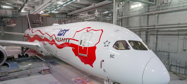 Pierwszy biało-czerwony Dreamliner LOT
