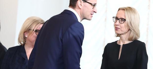 Teresa Czerwińska musi pogodzić racjonalne gospodardowanie budżetem z potrzebami politycznymi premiera