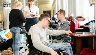 """Niepełnosprawni nie przerwą protestu. """"Rząd nas nie słucha"""""""