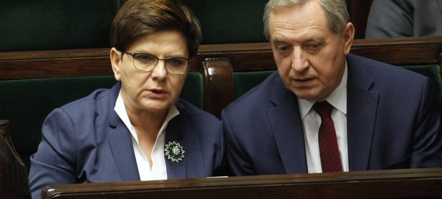 Projekt ustawy, który złożył Henryk Kowalczyk, zaufany człowiek premier Szydło, nie podoba się politykom nawet partii rządzącej.