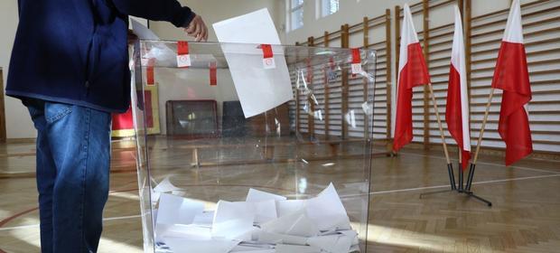Głos w wyborach smaorządowych można było oddawać od 7:00 do 21:00