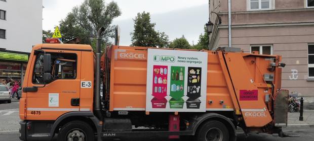 Przetargi na ciężarówki do zbierania odpadów komunalnych opiewały na ponad 2,5 mln zł