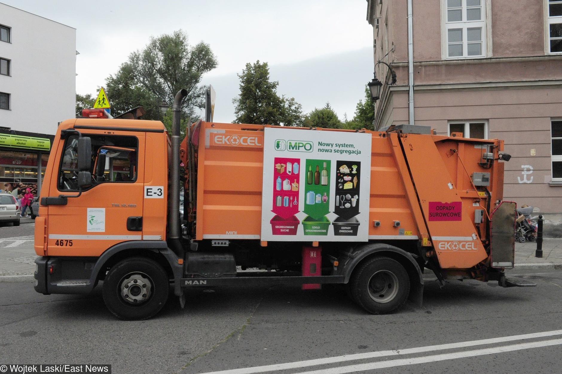 Ustawione przetargi na śmieciarki. CBA ma już ośmioro podejrzanych