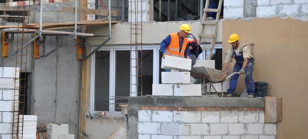 Zwłaszcza branża budowlana odczuwa na bark rąk do pracy.