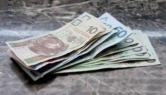 Średnia krajowa w dół. Znowu poniżej 4 500 zł