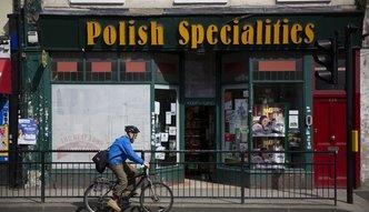 Coraz mniej Polaków wybiera Wielką Brytanię. Wraca jednak też niewielu