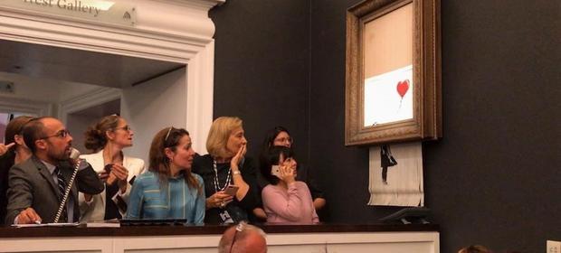 Chwilę po ostatnim uderzeniu aukcyjnego młotka obraz Baksy'ego uległ samozniszczeniu