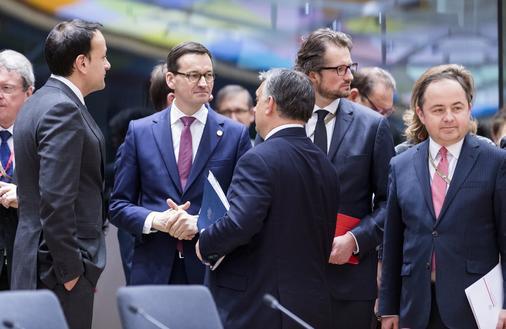 """Upór Polski w sprawie uchodźców będzie kosztował 12 mld euro? """"PiS o miłosierdziu potrafi tylko mówić"""""""