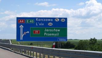 Repolonizacja znaków drogowych. Zmiany nazw miast pochłoną blisko 30 mln zł
