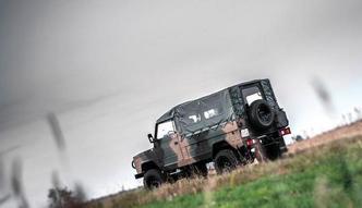Wojsko płaci 1,5 mln zł za przestałą terenówkę z radiostacją. Zamówi 39 takich aut