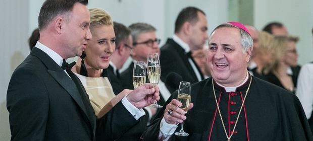 Współpracownicy prezydenta wydają krocie na alkohol