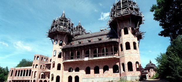 Niedokończona budowla przyciąga turystów