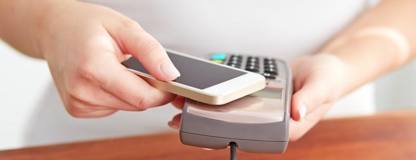 Apple Pay i Google Pay - ceny smartfonów, którymi możesz płacić mobilnie
